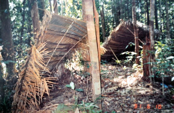 some orang asli huts on they to Putih