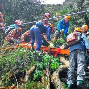 Rescuers carry the body of a victim down to the bottom of Mount Kinabalu, June 7, 2015.